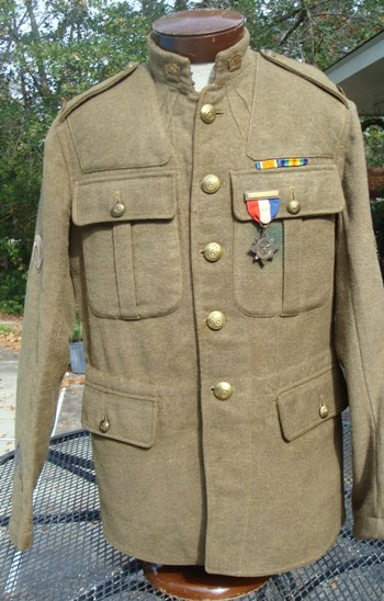 109th CFC Service Dress Tunic; did he get his medals? DSC04116